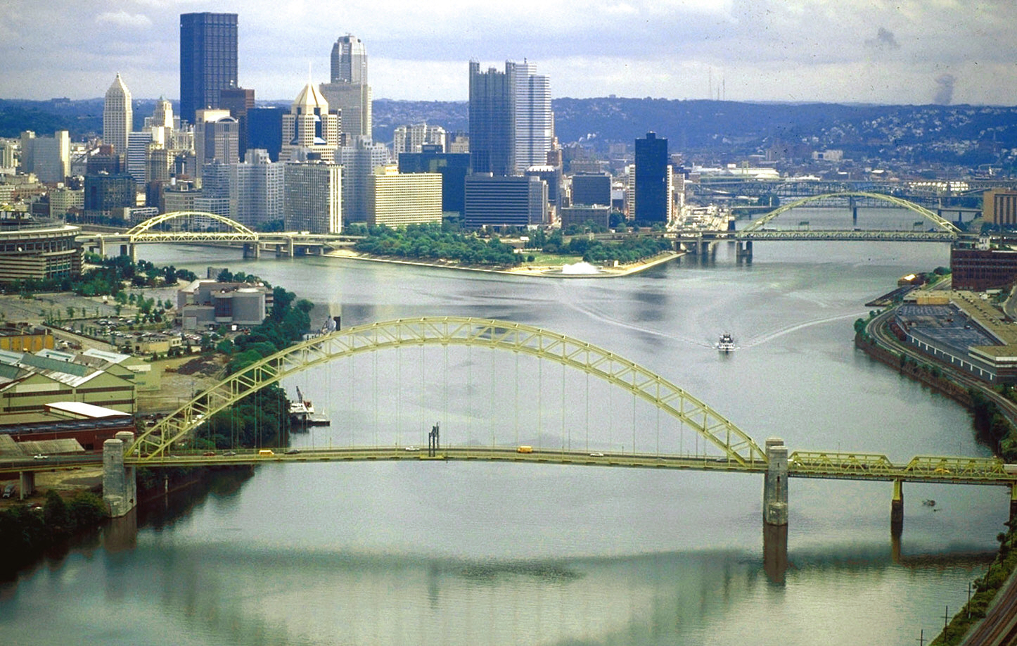 3 RIVERS: The Allegheny River, left, and Monongahela River join to form the Ohio River at Pittsburgh, Pennsylvania, the largest metropolitan area on the river. (Image Source: As a work of the U.S. federal government, the image is in the public domain.)