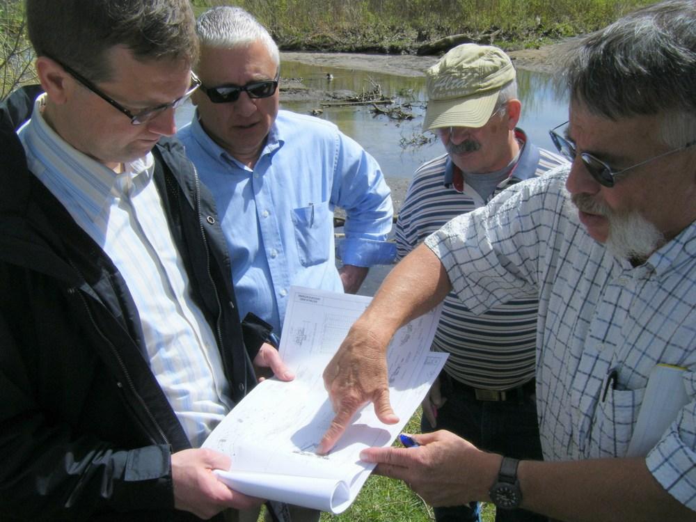 Dave Derrick explains stream restoration techniques on-site